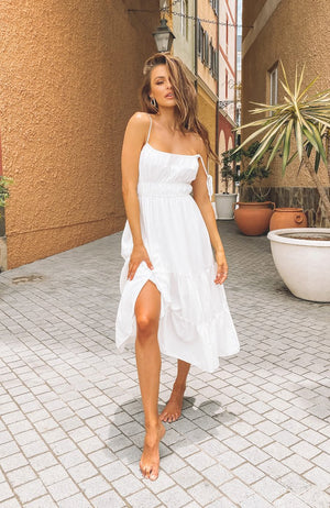 https://files.beginningboutique.com.au/20200115-Devon+Maxi+Dress+White.mp4