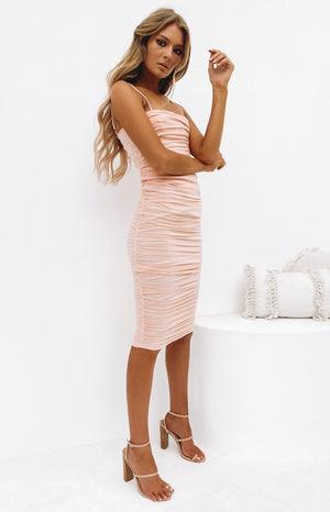 https://files.beginningboutique.com.au/20191217+-Dominica+Shirred+Midi+Dress+Peach.mp4