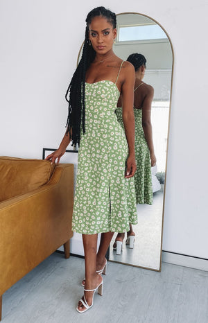 https:///files.beginningboutique.com.au/20191216+-+Grateful+Midi+Dress+Green+Floral.mp4