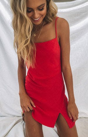 https://files.beginningboutique.com.au/Jordyn+Dress+Red.mp4