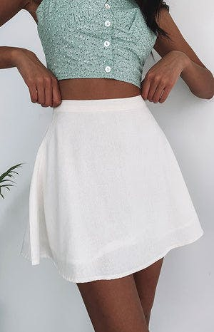 https://files.beginningboutique.com.au/Keep+Dreaming+Skirt+White.mp4