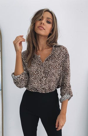 https://files.beginningboutique.com.au/Madame+Button+Up+Shirt+Leopard+1.mp4