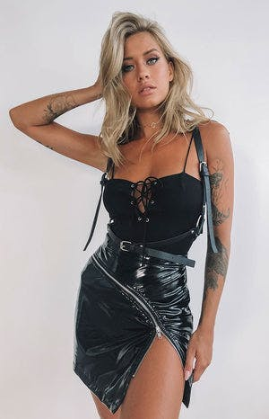 https://files.beginningboutique.com.au/Lucille+Bodysuit+Black.mp4